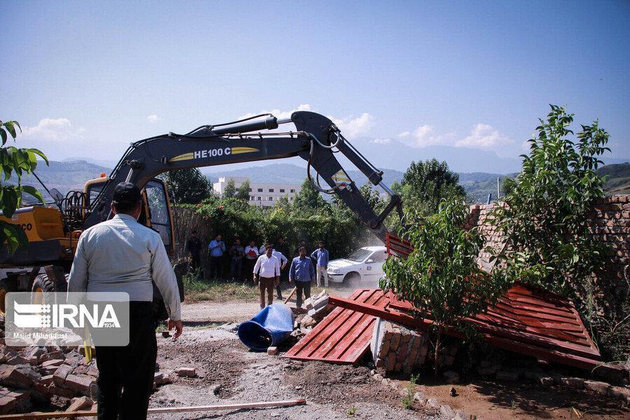 70 ویلا در حریم رودخانه زاینده رود تخریب شد