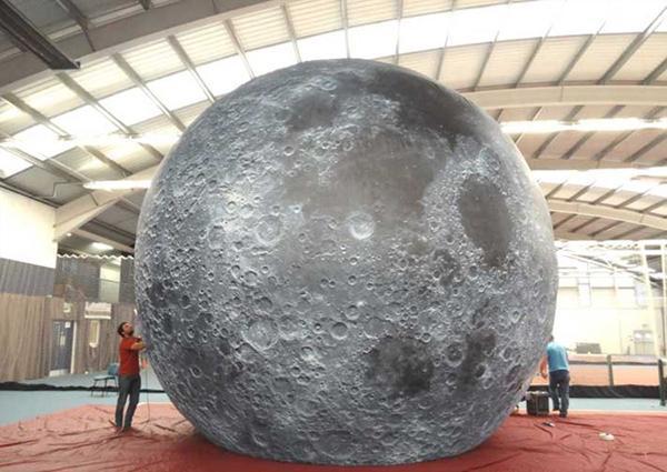 هنر چیدمان (Installation art) در اثری به نام پروژه ماه (Moon project)