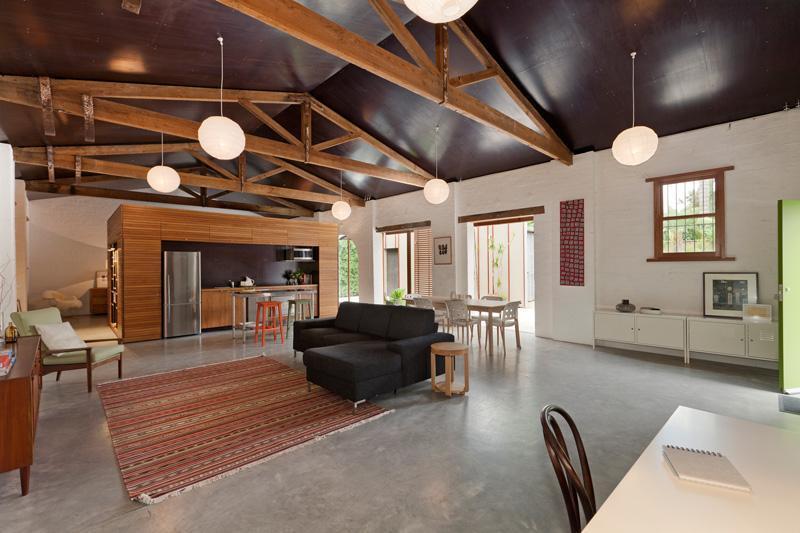 چطور سقف ویلا را با چوب طراحی و اجرا کنیم؟
