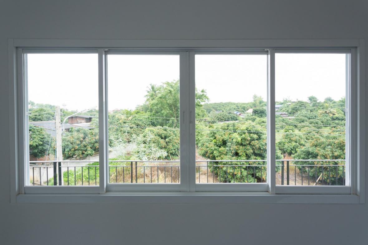 تعویض پنجره های قدیمی در بازسازی ساختمان
