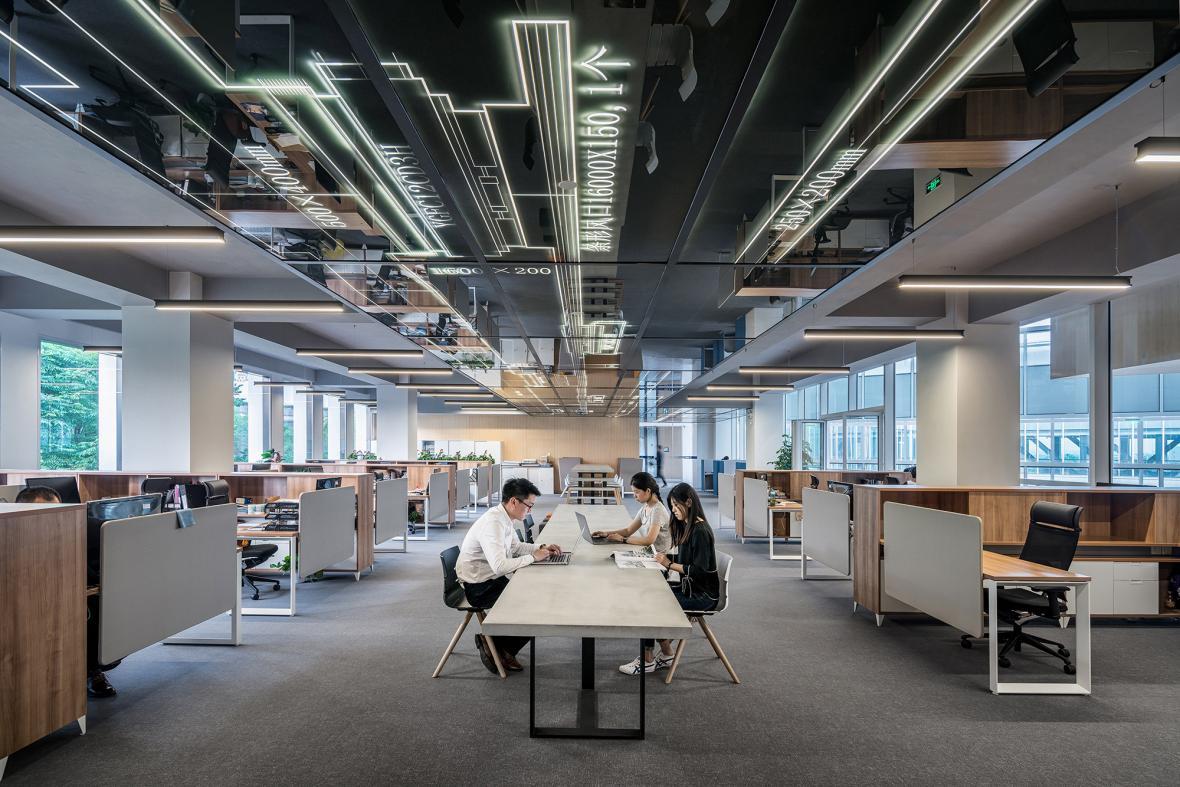 مراحل مختلف بازسازی ساختمان اداری